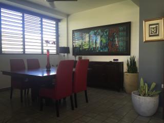 Dining room, seats 6 people