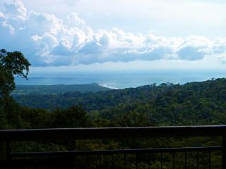 2BR Secluded House with Amazing View - Sleeps 5, Uvita
