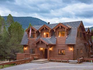 HUGE 5816 sq ft log cabin
