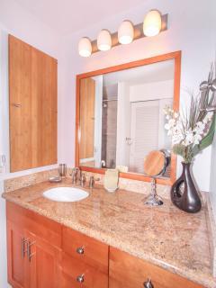 WAILEA EKOLU, #203 - Masters Bathroom Vanity