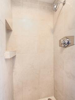KAUHALE MAKAI, #632 - Master bathroom with shower