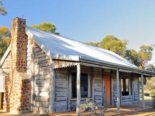 Redgum Log Cottage
