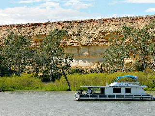 Scamp - 2 Bedroom Houseboat (small 2 - 4 berth), Blanchetown
