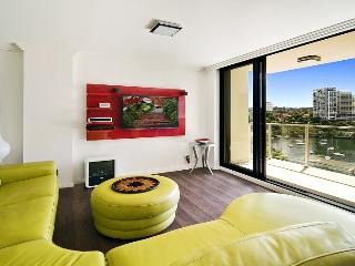 Sydney Harbour Waterfront 1 bed spacious Apartment, McMahons Point