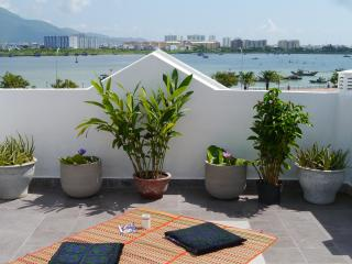 Aloe Garden Homestay Ocean View - Top Floor Room, Da Nang
