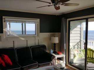 Newly Remodeled Oceanfront Getaway, Surfside Beach