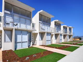 The Waves - Beachfront Townhouse Unit 9