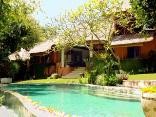 PRIME LOCATION - BALI CHARM - FIVE STAR LUXURY PRIVATE VILLA