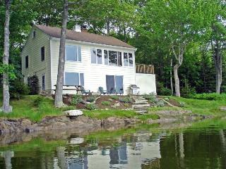 DASH INN | EAST BOOTHBAY | PET FRIENDLY | GARDEN | ROMANTIC GETAWAY | KAYAKERS D