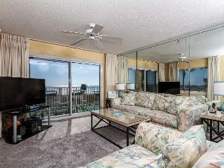 SL 101:Beautiful corner condo- large windows, beach front, free beach chairs