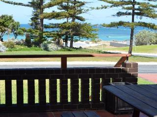Pine Villas (B) - Walk To Beach Ocean Views, Ledge Point