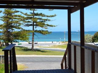Pine Villas (A) - Walk To Beach Ocean Views, Ledge Point