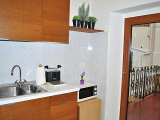 Among Locals-New Air Conditioning!! Large 4 bedroom Apartment