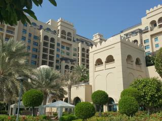 Luxury 1BD in Fairmont Palm Jumeira, Dubai