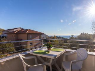 Lovely Apartment Verde with a Sea view, Krk
