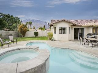 Chic Palm Springs House with Private Pool/Hot tub - Sleeps 7