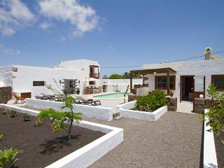 Rubicon Cottage, solar heated pool, 10mins drive to Famara Beach & Teguise