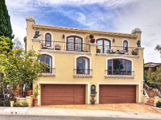 MOST ELEGANT & SPACIOUS RENTAL with HIGH CEILINGS Close to the Beach in CDM!, Corona del Mar