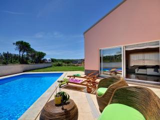 Beachside Villa Florizel with pool, Banjole