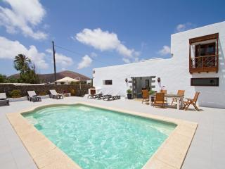 Bermejo Apartment in Authentic Canarian House, Solar Heated Pool, 10 mins Beach