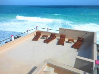 New Caribbean Oceanfront Condo with Rooftop Pool, Isla Mujeres