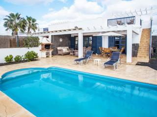 Villa Olano - Stunning Modern villa with pool, Playa Blanca
