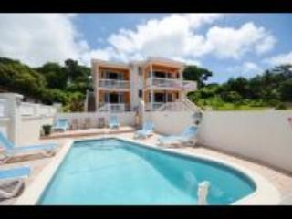 Luxury 2 bedroom Vatcation  villa  with pool on  South Coast Maxwell Beach Area