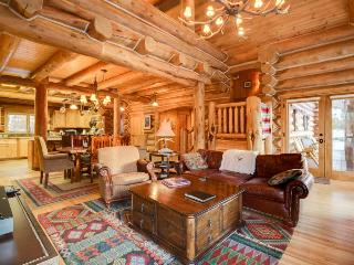 Custom-built, luxurious cabin with private hot tub and gourmet kitchen, McCall