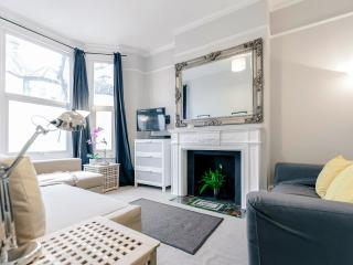 Wonderful flat with patio in the heart of Clapham, Londres