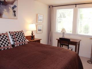 ART FILLED 1 BED 1 BATH APARTMENT IN A VICTORIAN BUILDING IN PACIFIC HEIGHTS, San Francisco