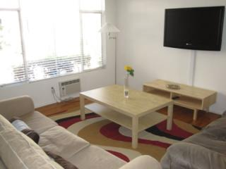 Furnished Apartment at N Palm Dr & Alden Dr Beverly Hills