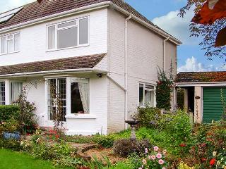 THE COTTAGE, a pet-friendly romantic cottage with garden in a rural location
