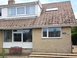 LAZIDAYS, pet friendly, with a garden in Scarborough, Ref 1821