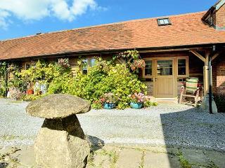 DAIRY BARN, pet-friendly luxury cottage in Kilmington near Mere Ref 23508