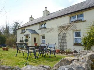 COURT COTTAGE, solid fuel stove, off road parking, enclosed garden, near Adare, Ref 9000