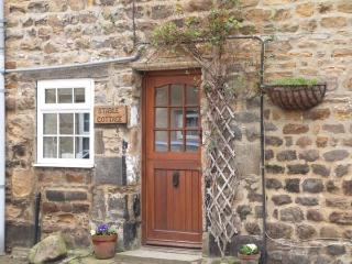 STABLE COTTAGE, end-terrace cottage, ideal for a couple or family, lots to see and do in the area, in Masham, Ref 903974