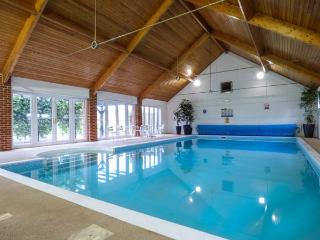 THE MANNINGTON, all ground floor, close to coast, use of swimming pool, Cromer,