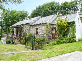 LIME TREE COTTAGE, quaint, superb views, covered decking, pet-friendly, stove