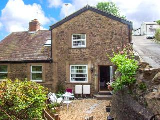 THREE QUARTER COTTAGE, woodburner, WiFi, pets welcome, open plan living