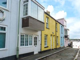 SUNSHINE COTTAGE, two bedrooms, few paces from a beach, ideal for families, in