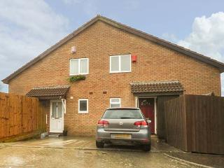 AMITY HOUSE, private patio, off road parking, Llantwit Major, Ref 930242