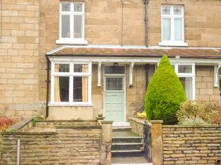 BANNISTER COTTAGE, stone-built, pet-friendly, WiFi, close to local amenities, Saltburn-by-the-Sea, Ref 931034