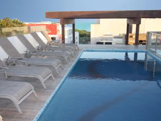 Beach Escape w Roof Top Ocean View Pool - Klem 310, Playa del Carmen