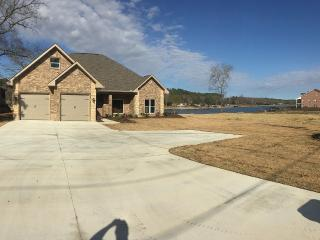 New 3 Bedroom Lakehouse, Hot Springs