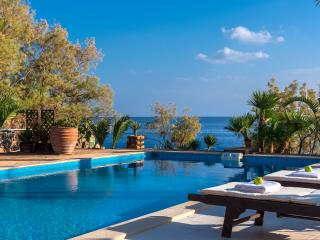 ★Beachfront Luxury Villa South Crete★ BBQ & 500m to Restaurants! Private beach.