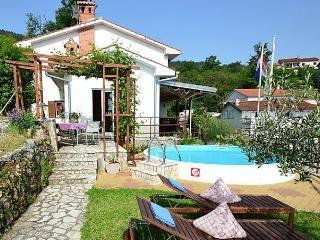 Villa More, Medveja