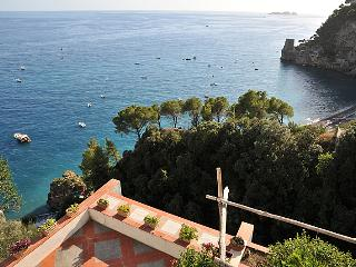 A Private Villa with Beach Access in Positano