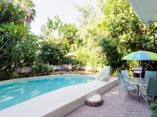 Treasure Island Beach Views Pool Apt Sleeps 5