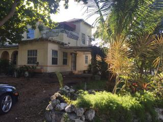 MiMo House 5 beds, 2 sofa beds., Miami