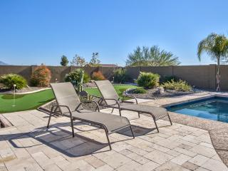 Luxury Oasis Home- Large Pool- Putt Green-Bowling